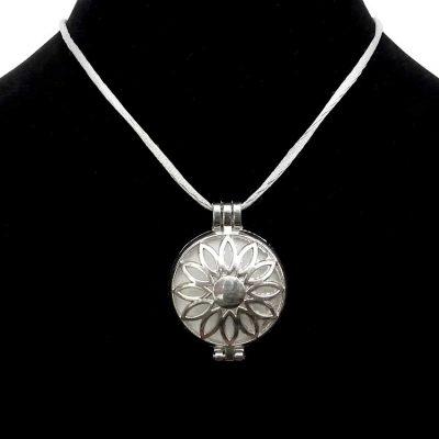 Bijou olfactif rond argenté Mandala de fleurs