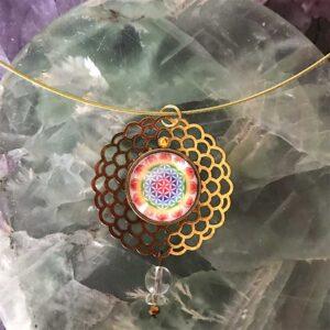 Médaillon énergétique vibratoire Fleur de vie Arc en ciel