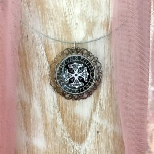 Médaillon énergétique vibratoire cercle de runes celtiques