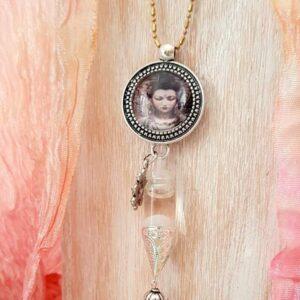 pendentif bijou énergétique Khuan yin et son flacon de synergie vibratoire