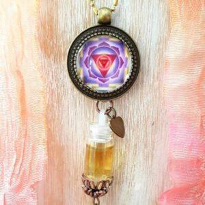 pendentif bijou énergétique féminin sacré et son flacon de synergie vibratoire