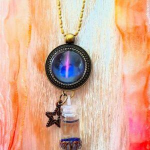 pendentif bijou énergétique flamme violette et son flacon de synergie vibratoire
