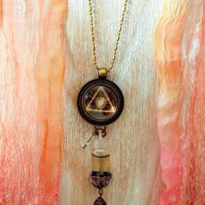 pendentif bijou énergétique masculin sacré et son flacon de synergie vibratoire