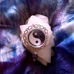 médaillon énergétique vibratoire yin yang dualité