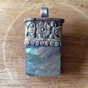 pendentif chaman pierre Labradorite